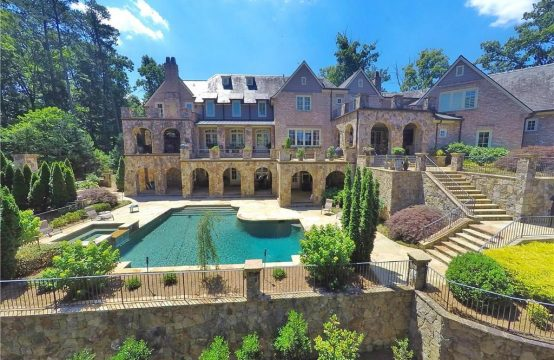 Gorgeous Estate in Brookhaven